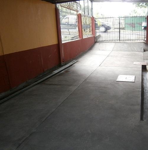 Trabajo de restitución de piso de concreto en garaje realizado por Mr. Fix It.
