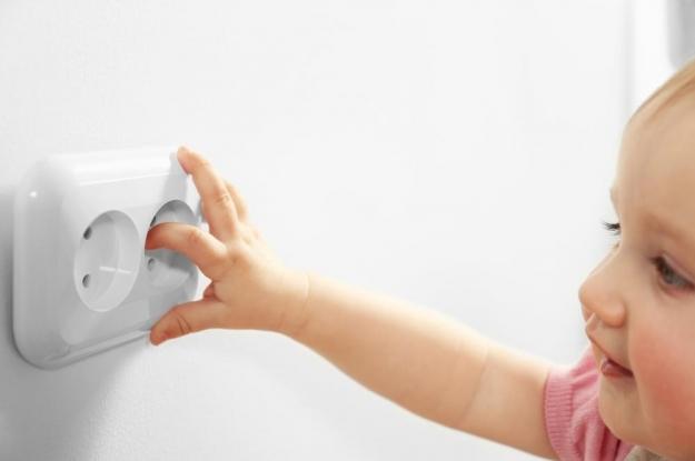 Cómo proteger a los niños de la electricidad