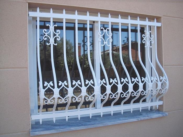¿Cuáles son los materiales utilizados en los balcones para ventanas?